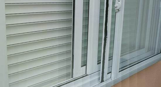 foto de detalhe de janela acustica de pvc